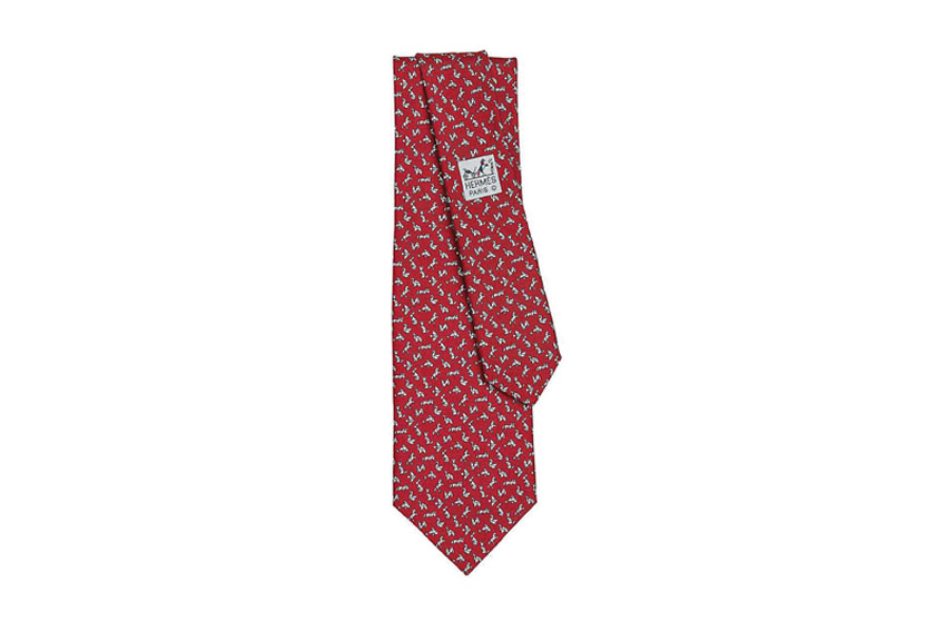 Vòng tay cá tính và cravat của Hermès