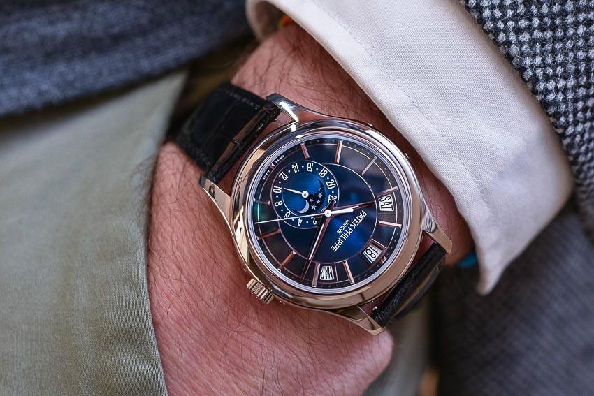 5 mẫu đồng hồ lịch thường niên tạo ấn tượng cho khởi đầu năm 2019 12