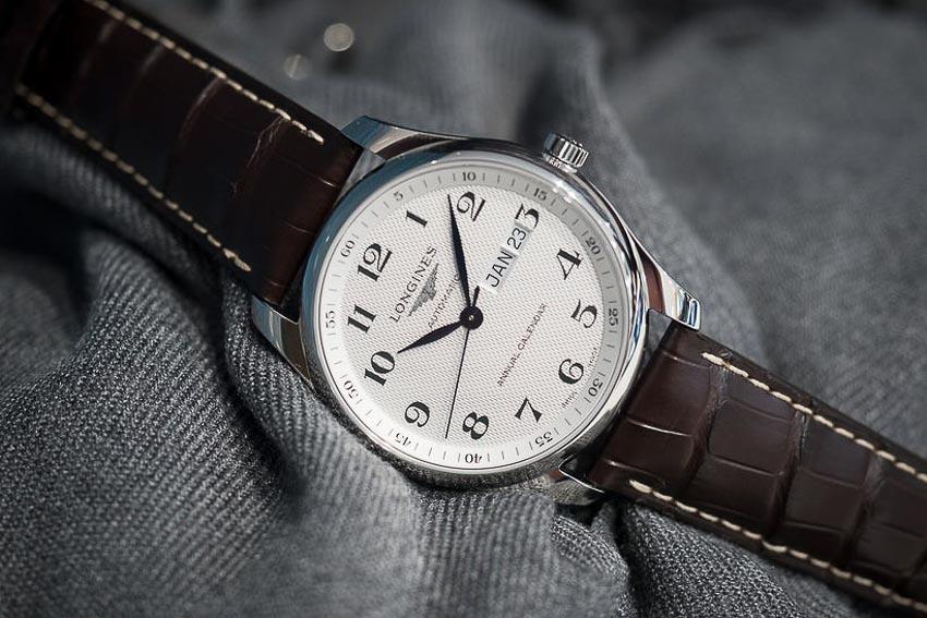 5 mẫu đồng hồ lịch thường niên tạo ấn tượng cho khởi đầu năm 2019 15