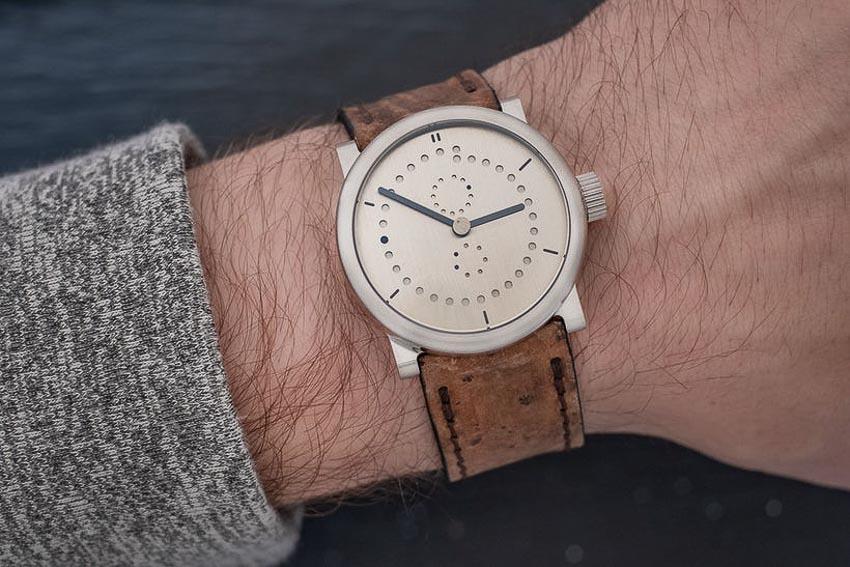 5 mẫu đồng hồ lịch thường niên tạo ấn tượng cho khởi đầu năm 2019 1