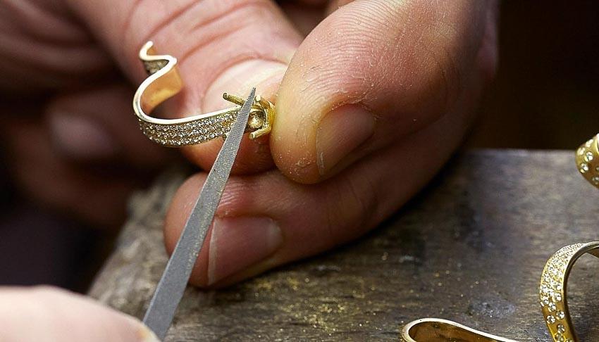 Rare Champagne ra mắt sâm-banh Rare Le Secret High Jewellery đính đá quý 5