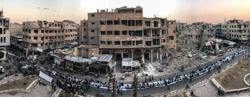 """Iftar Amongst the Ruins"" – Tác giả: Mohammed Badra/Chụp bằng iPhone 7"