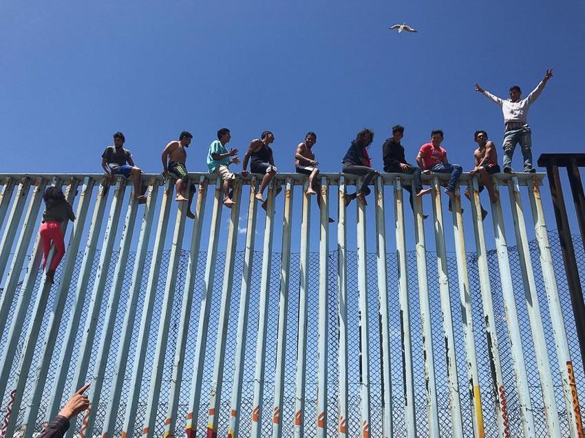 """""""Refugee Caravan"""" – Tác giả: Verónica G. Cárdenas/Chụp bằng iPhone 6S"""