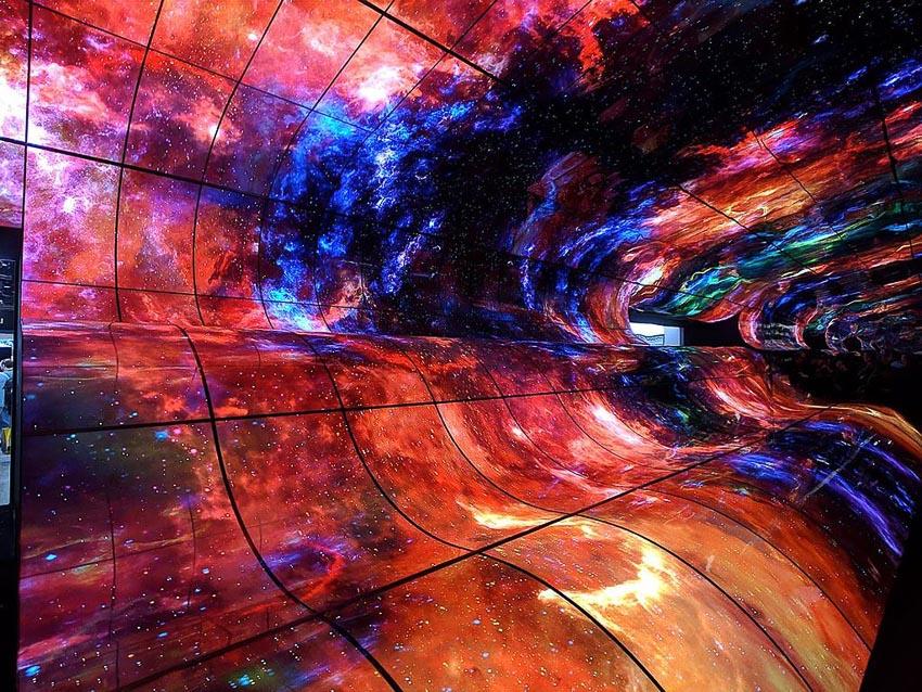 [CES 2019] Choáng ngợp với dải ngân hà từ màn hình OLED cong khổng lồ của LG 2