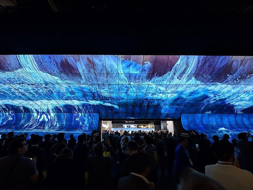 [CES 2019] Choáng ngợp với dải ngân hà từ màn hình OLED cong khổng lồ của LG 4