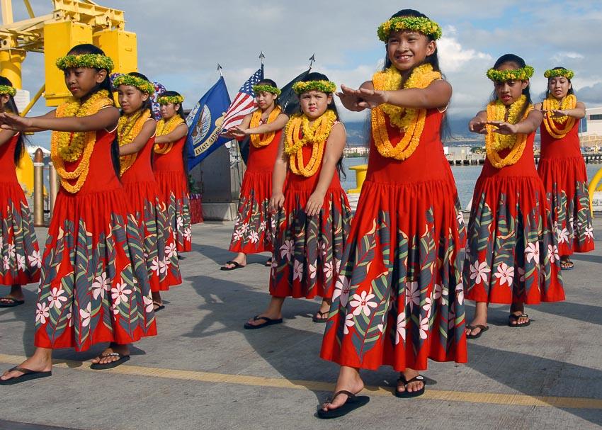 Vòng hoa được xem là một phần văn hóa giao tiếp của người Hawaii mà du khách không nên từ chối