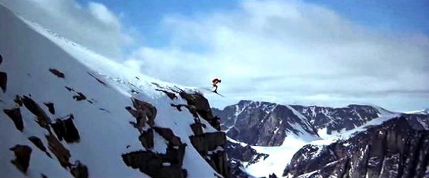 Cảnh nhảy dù trượt ski trong phim James Bond: The Spy Who Loved Me