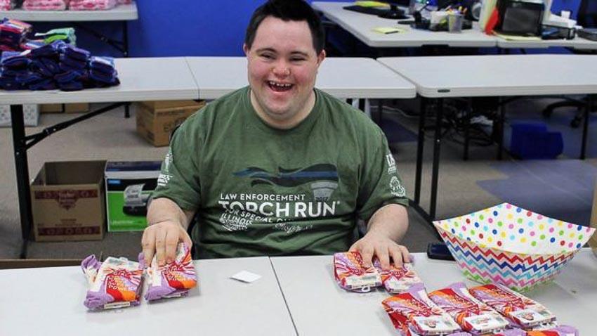 Thương hiệu tất triệu USD của chàng trai 22 tuổi mắc hội chứng Down 7