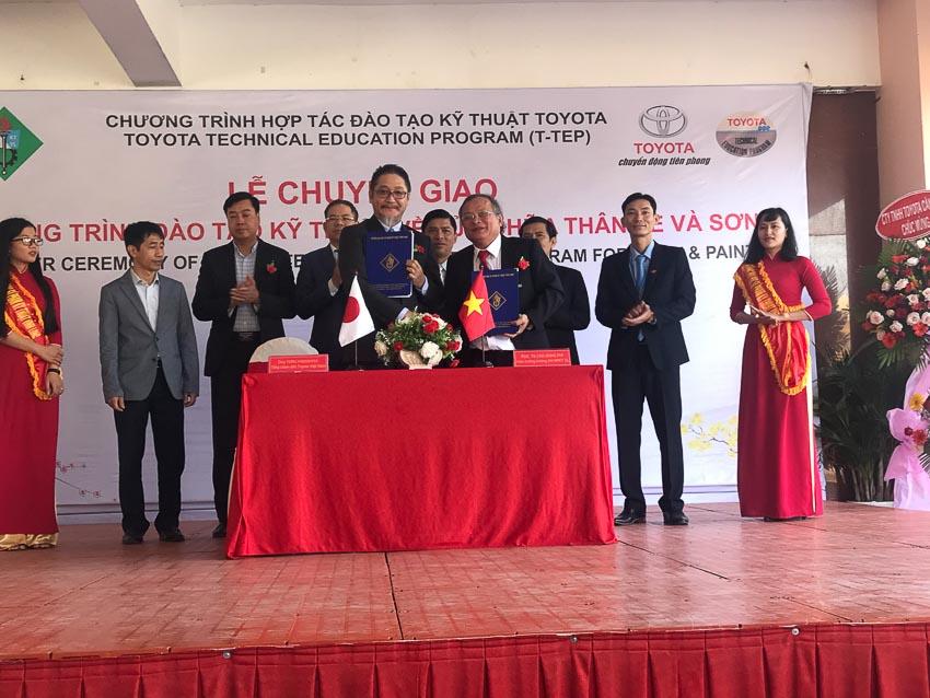 Toyota Việt Nam tài trợ gói thiết bị kỹ thuật đào tạo cho Trường ĐHSP Vĩnh Long 3