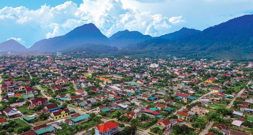 Thị xã Hồng Lĩnh dưới chân núi