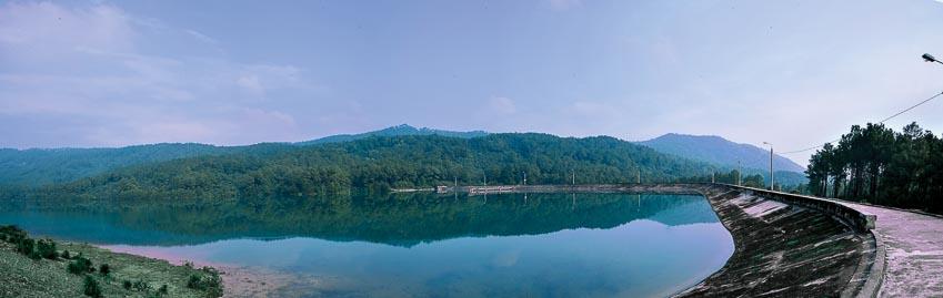 Hồ Thiên Tượng trong xanh