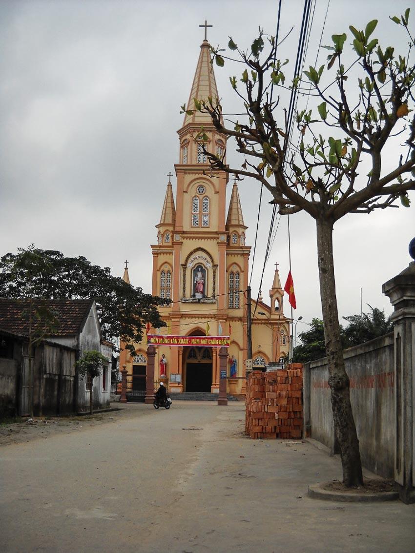 Nhà thờ nhỏ trong thị xã nhỏ