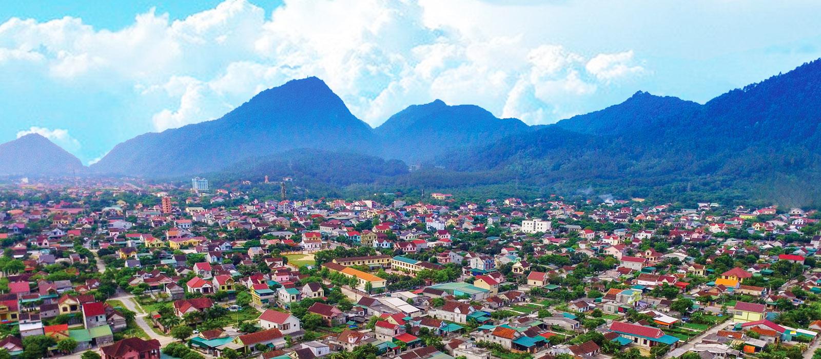 Thị xã Hồng Lĩnh dưới chân núi 9