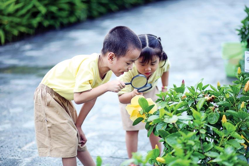 Trẻ em thích thú khám phá những điều mới lạ