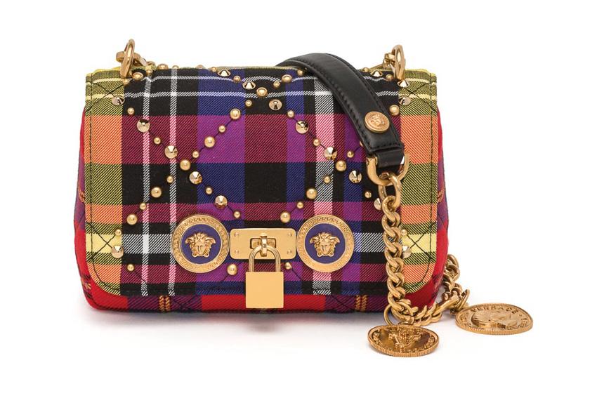Chiếc túi xách Versace đầy màu sắc