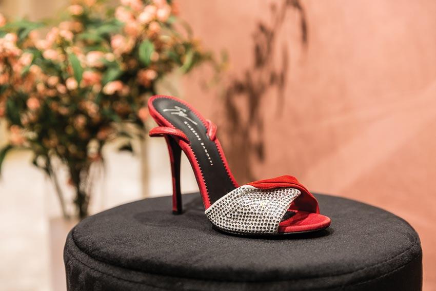 Bộ sưu tập Xuân-Hè 2019 của Giuseppe Zanotti: Tôn vinh nét đẹp của người phụ nữ 4