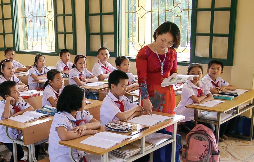 Giáo dục bấy lâu đã khiến học sinh e sợ mình bị khác biệt so với tập thể