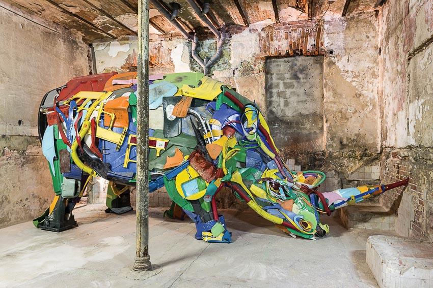 Con tê giác này là một tác phẩm điêu khắc đặc sắc