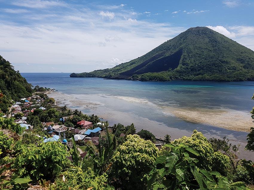 Làng chài ở đảo Ambon