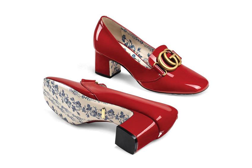 Đôi giày Gucci với màu đỏ bắt mắt