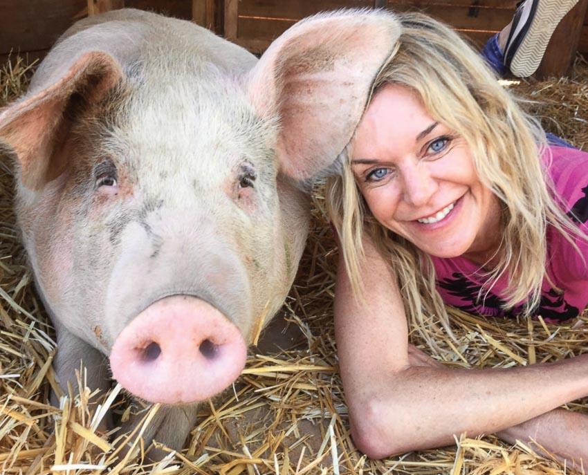 Pigcasso và cô chủ Joanne Lefson
