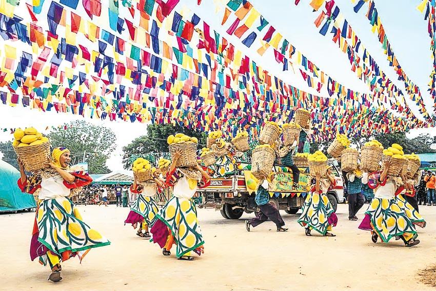 Rực rỡ sắc màu lễ hội xoài trên đảo Guimaras