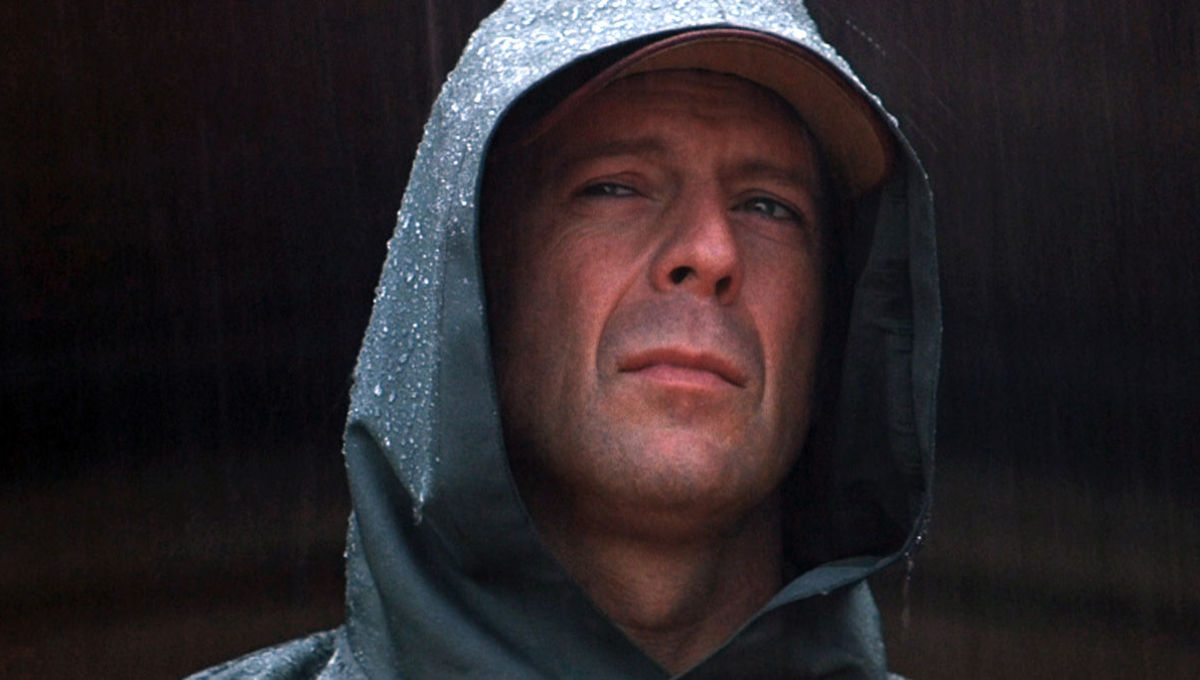 Diễn viên Bruce Willis trong phim Unbreakable