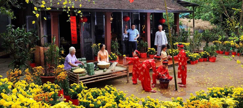 Ngay giữa thời đại 4.0, các phong tục ngày Tết của người Việt vẫn còn được giữ gìn, dù đã thay đổi nhiều theo thời gian. Ảnh: Hồng Giang