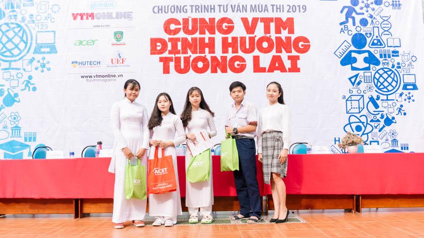 Tham gia chương trình Tư vấn mùa thi – Cùng VTM định hướng tương lai 2019 các em học sinh còn nhận được nhiều phần quà từ các đơn vị tài trợ