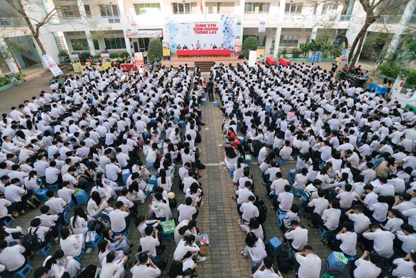 Hàng ngàn các bạn học sinh tham gia vào chương trình Tư vấn mùa thi – Cùng VTM định hướng tương lai 1