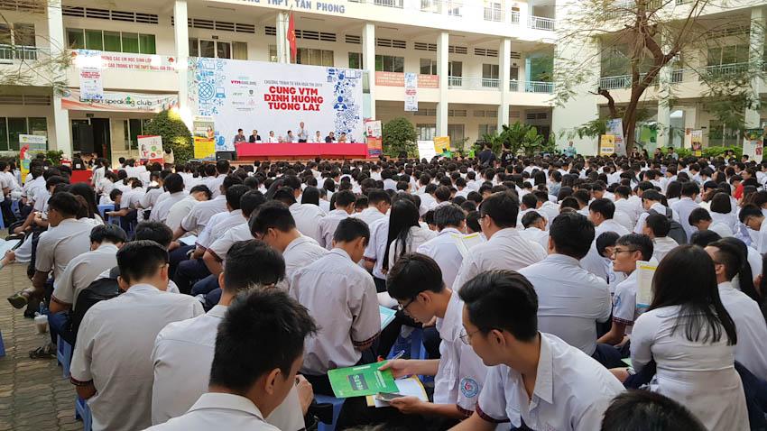 Hàng ngàn các bạn học sinh tham gia vào chương trình Tư vấn mùa thi – Cùng VTM định hướng tương lai 3