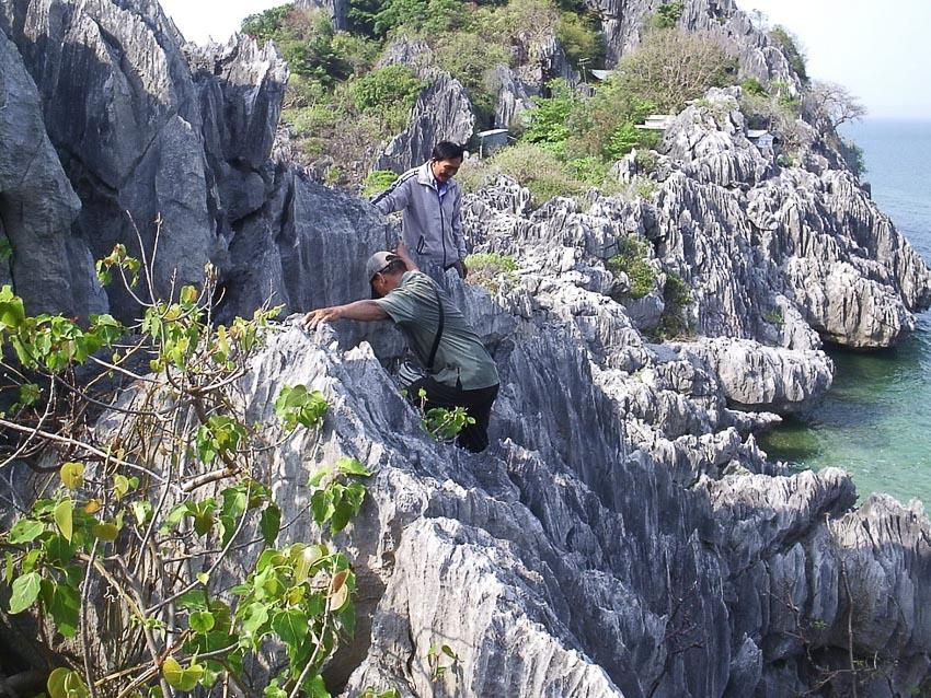 Thăm hang động vua Gia Long