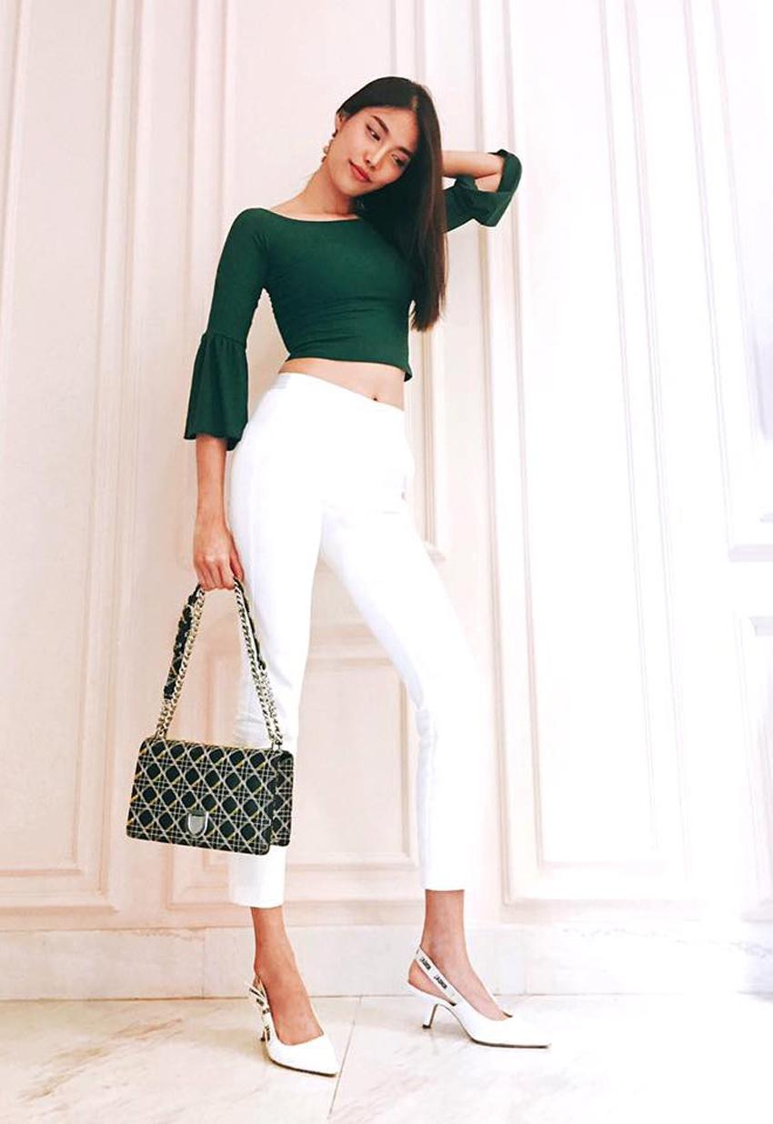 Những trang phục mang gam màu đen, trắng, beige,… với phom dáng tối giản rất dễ để bạn gái mix-match (Ảnh: Lan Khuê)