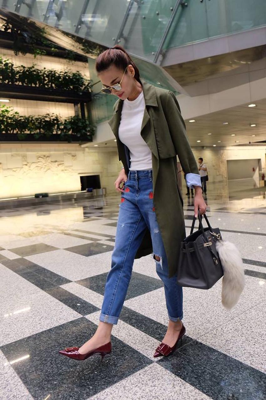 Thanh Hằng là một trong các sao Việt yêu thích phong cách Smart Casual. Cô thường chọn kiểu mix áo khoác hoặc blazer với quần jeans cùng áo thun đơn giản