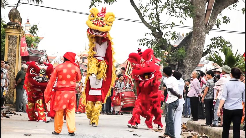 Múa lân trong lễ hội đầu năm ở chùa