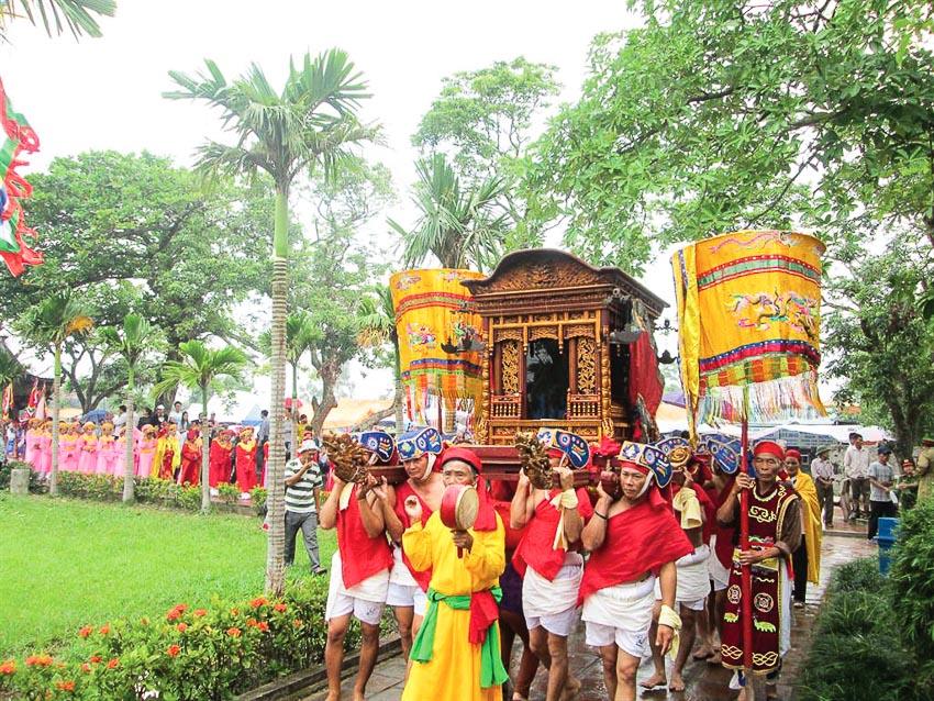 Lễ rước kiệu Thánh nhiều màu sắc
