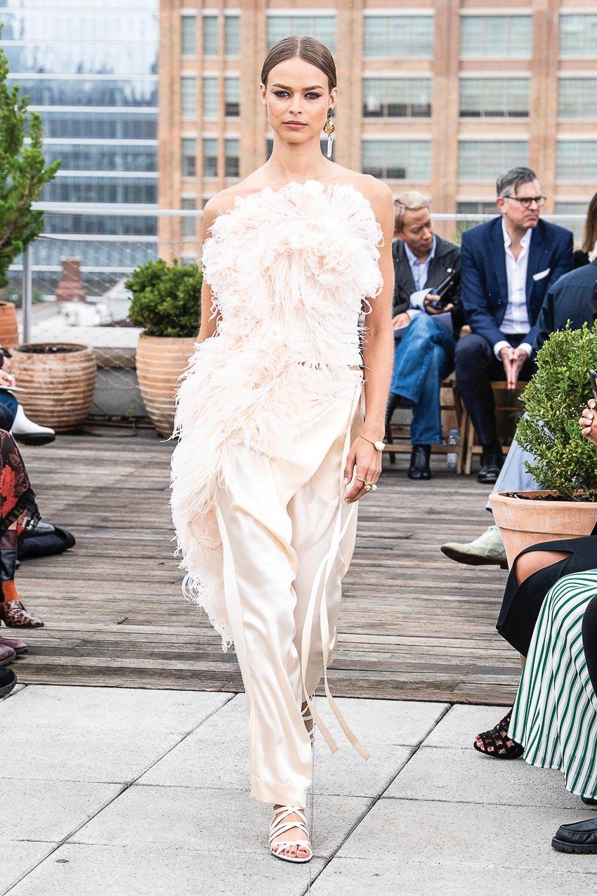 Xu hướng thời trang xuân-hè 2019: Điệu đà với lông vũ 6