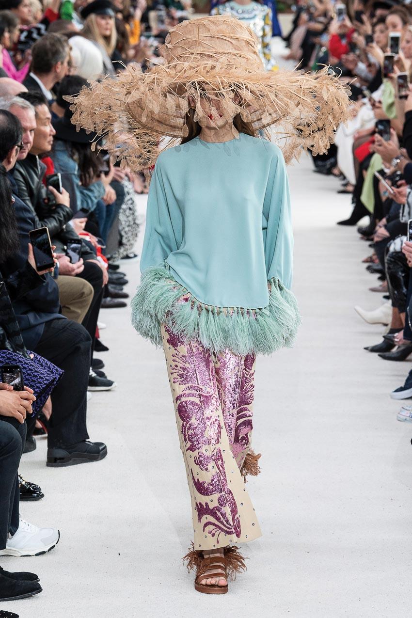 Xu hướng thời trang xuân-hè 2019: Điệu đà với lông vũ 5