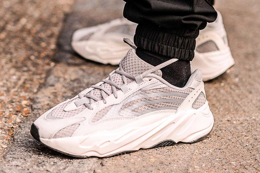 Thiết kế giày YEEZY 700 V2s. Ảnh: HIGHSNOBIETY / Asia Typek