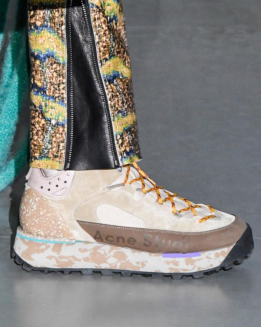 Thiết kế giày trong BST Thu-Đông 2019 của Acne Studio. Ảnh: HIGHSNOBIETY/ Victor Boyko/ Wirelmage