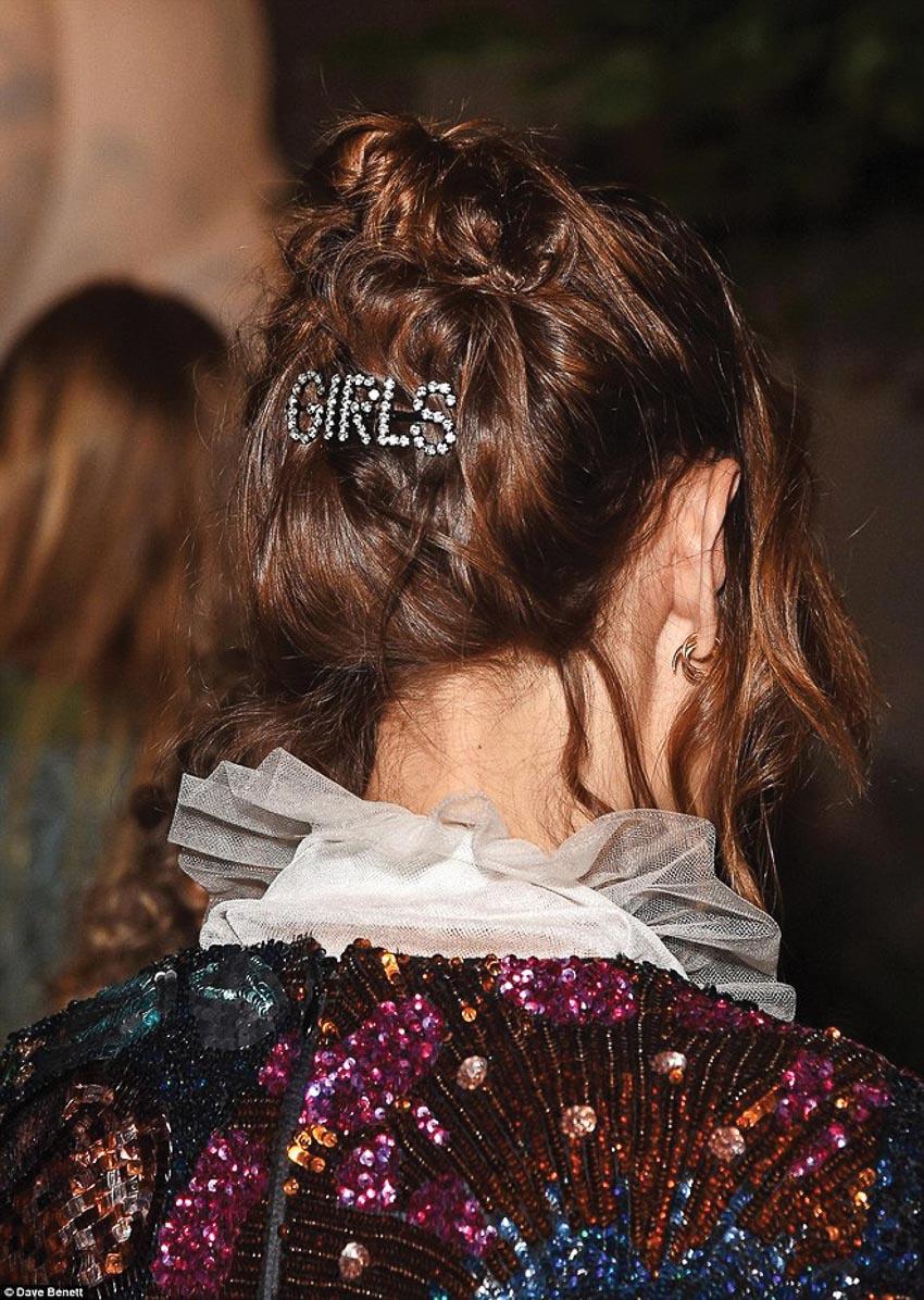 Cặp tóc chữ của Ashley Williams 1