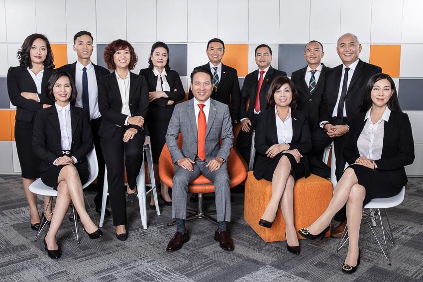 Ông Nguyễn Công Hải cùng Ban điều hành và phát triển kinh doanh - kênh Đại lý