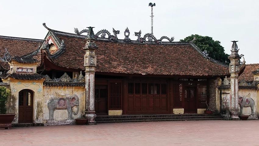 Cổng đình Tiêu Long với lối trang trí cổ xưa