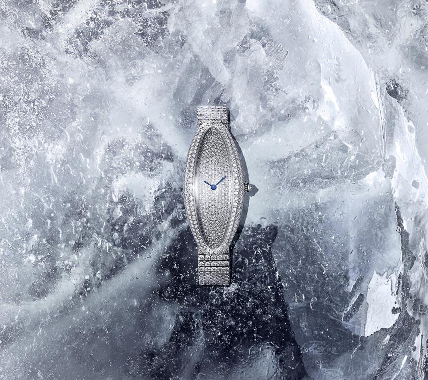 Chiếc đồng hồ kinh điển Baignoire Allongée của Cartier với tạo hình mới mẻ 3