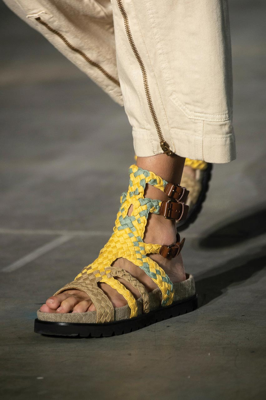 Nét mộc mạc mà hiện đại trên những mẫu giày dép đan lát 5