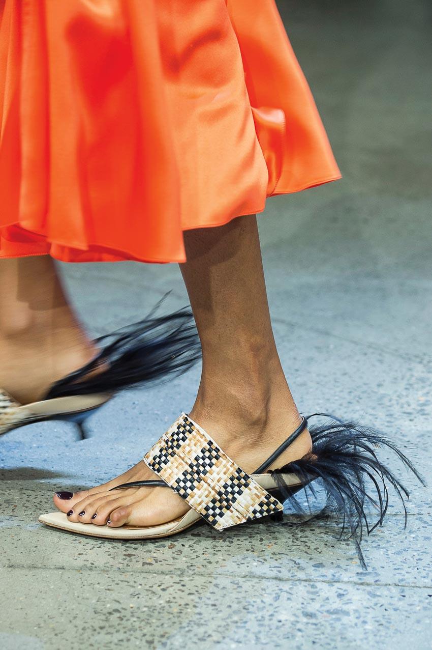 Nét mộc mạc mà hiện đại trên những mẫu giày dép đan lát 1