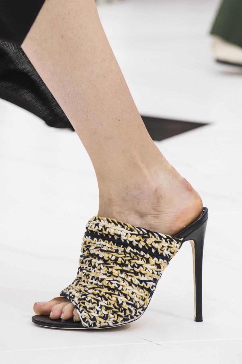 Nét mộc mạc mà hiện đại trên những mẫu giày dép đan lát 3