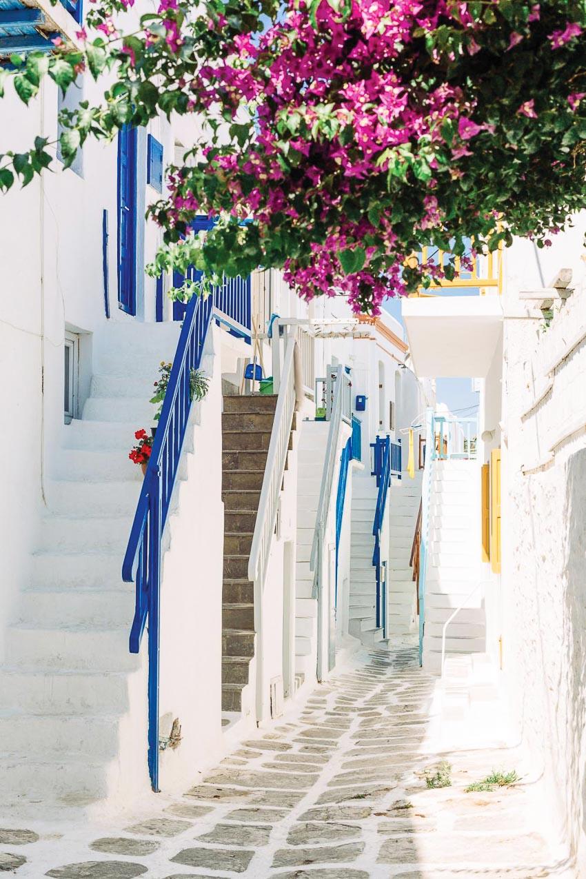 Hầu hết các ngôi nhà cổ ở Hora đều có cầu thang ngoài trời dẫn lên gác 2