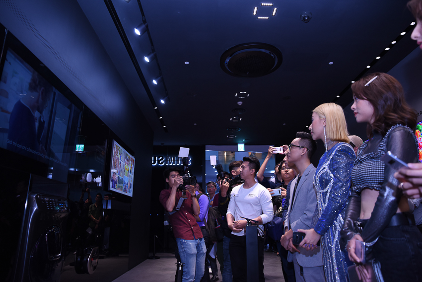 Samsung Showcase 19