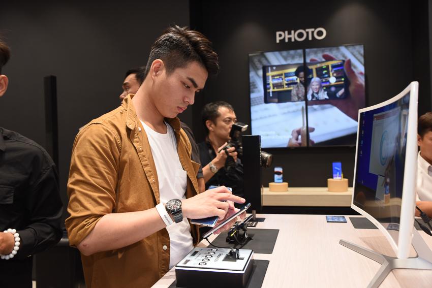 Samsung Showcase 22